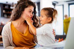 Ser madres sin pareja, otro motivo para celebrar el Día del Niño